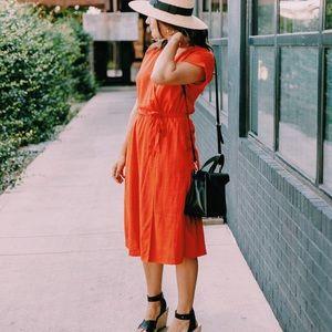 ••Red Short Sleeve V-neck Midi Dress